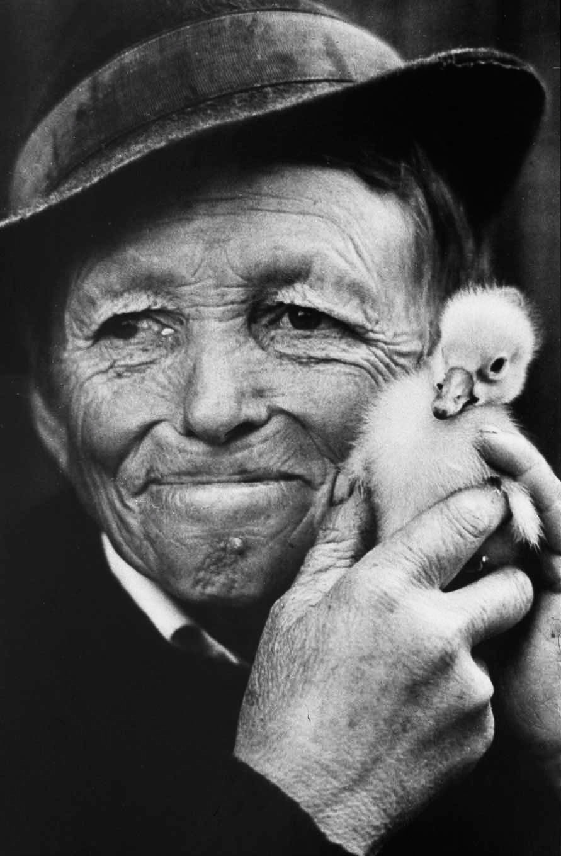 Elieskou With Duck Pat, Romania | Jacko Vassilev – The Joy of Freedom | Luz Art Los Angeles, CA